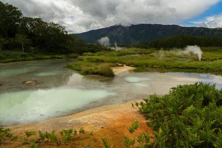 hot temper: Campo hidrotermal en la caldera de Uzón. Reserva natural de Kronotsky en la península de Kamchatka.