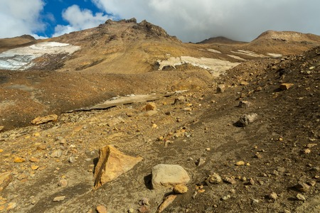 leidenschaft: Beautiful scenery slopes of the volcano Mutnovsky with clouds.