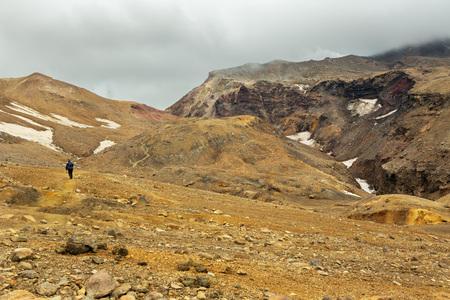 Klettern auf den aktiven Vulkan Mutnovsky auf Kamtschatka.