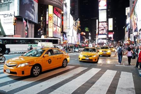new york time: CIUDAD DE NUEVA YORK - 15 de octubre El Times Square en la noche del 15 de octubre de 2012 en Nueva York, Times Square es importante intersecci�n comercial en Nueva York y uno de los atractivos tur�sticos m�s visitados en el mundo
