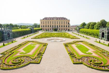 schloss schoenbrunn: Privy garden of Schonbrunn Palace in Wien, Austria