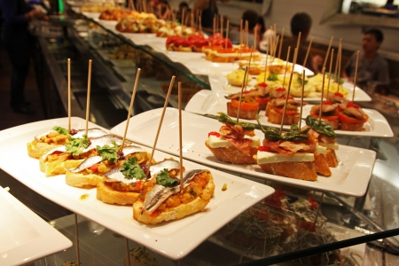 Algunas tapas en un bar en Espana