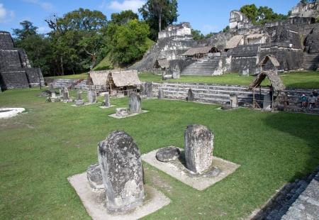 Ruines de Tikal au Guatemala et piramyds Banque d'images - 24827209