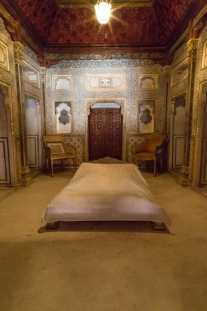 bikaner: BIKANER, INDIA - OCTOBER 12, 2015: Maharajas bedroom with gold decorated gold walls and doors inside 16th century Junagarh Fort. It is called �a paradox between medieval military architecture and beautiful interior decoration� Editorial