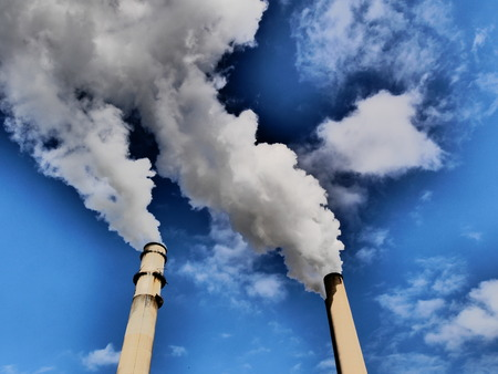 smog industry sky Standard-Bild - 119847942