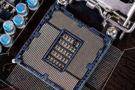 Ranura LGA del procesador central abierto en la placa base de la pc - primer plano con enfoque selectivo y desenfoque