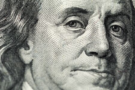 A close view of engraving portrait of Ben Franklin of old one hundred us dollars banknote 免版税图像