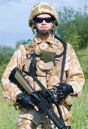 british army: British Royal Commando in desert uniform holding his rifle