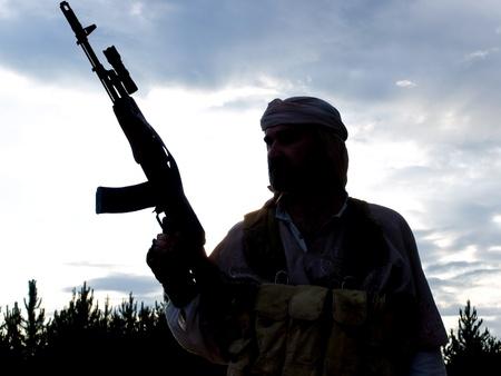 Silhouette de soldat musulmane avec carabine