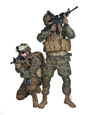 soldado: Dos infantes de marina EE.UU. con rifles en acci�n Foto de archivo