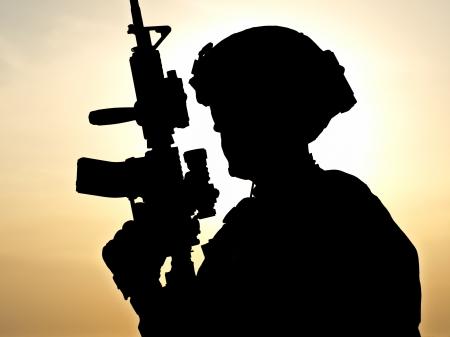 silhouette soldat: La défense de la Patrie