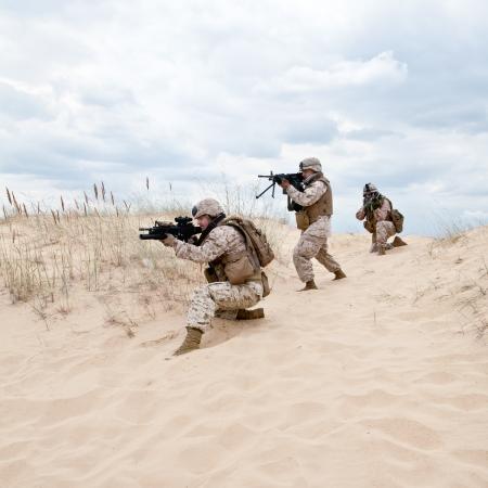 US marines run through the desert through the military operation Stock Photo