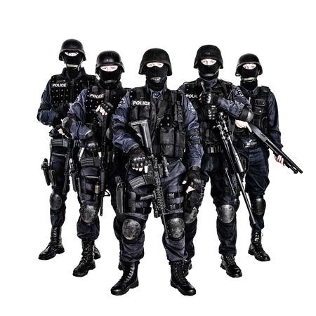 Speciale wapens en tactieken (SWAT) team agenten met geweren Stockfoto - 26215201