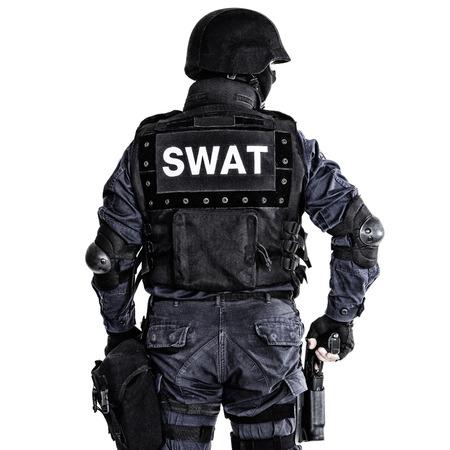 특수 무기와 전술 (SWAT) 팀 책임자는 뒤에서 쐈 스톡 콘텐츠
