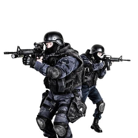 policier: Armes spéciales et tactiques (SWAT) équipe en action Banque d'images