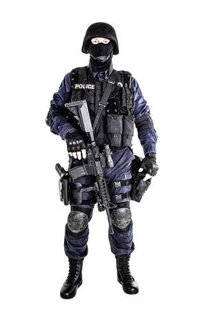 特別な武器と戦術 (SWAT) チームの彼の銃を持つ将校 写真素材
