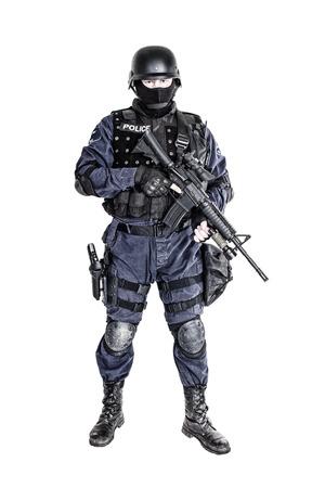 policier: Armes spéciales et tactiques SWAT officier de l'équipe avec son fusil Banque d'images