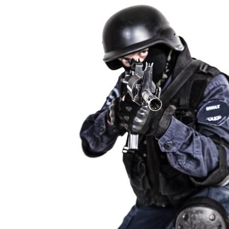 оружие: Специальное оружие и тактика спецназ офицер с пистолетом