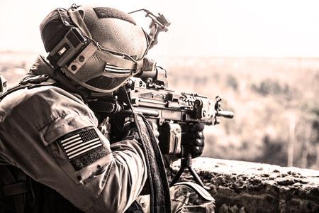 軍事作戦の間に米国軍隊のレーンジャー