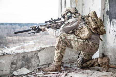 wojenne: Armia Stanów Zjednoczonych strażnik podczas operacji wojskowej