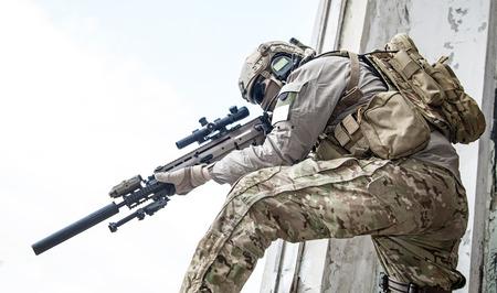 uniformes: Guardabosques ej�rcito de Estados Unidos durante la operaci�n militar Foto de archivo