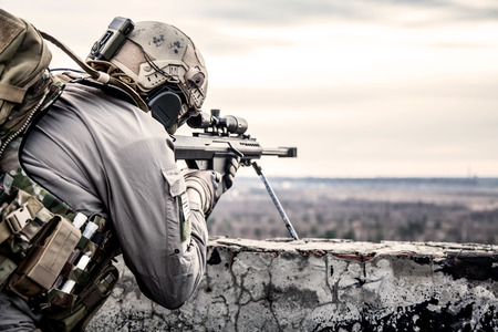U.S. Army sniper during the military operation Foto de archivo