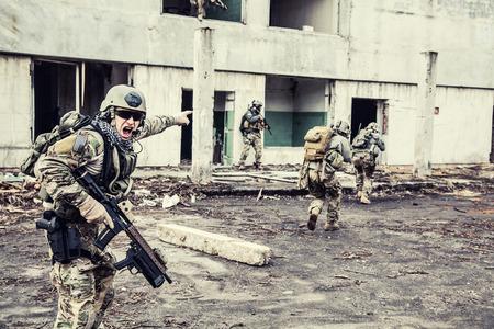 wojenne: United States Army Rangers podczas operacji wojskowej Zdjęcie Seryjne