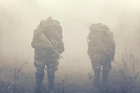 Groep jagdkommando soldaten Oostenrijkse special forces in de rook Stockfoto - 37064772