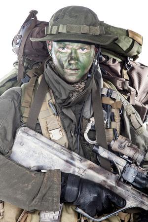 ヤークト コマンド兵士オーストリア特殊部隊突撃ライフルを装備