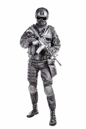 Spec ops 警察 SWAT 黒いユニフォームとフェイス マスク
