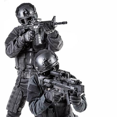 SWAT 검은 색 유니폼과 얼굴에 마스크에 SPEC OPS 경찰 스톡 콘텐츠 - 36988062