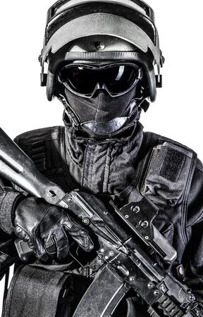 bulletproof: Ruso fuerzas especiales operador de uniforme negro y casco a prueba de balas