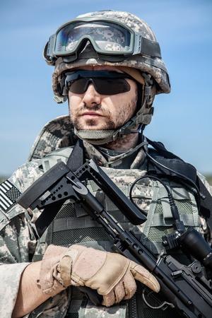 제복을 입은 미국 낙하산 공수 보병