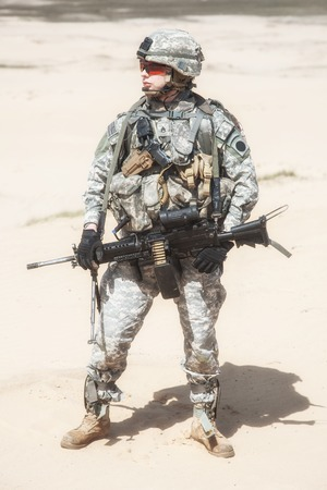 recon: United States paratrooper airborne infantry in the desert