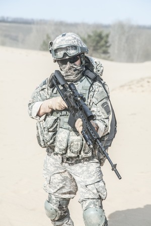 infantryman: United States paratrooper airborne infantry in the desert