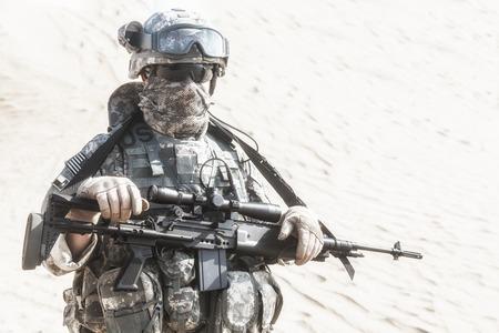 desierto: Estados Unidos paracaidista infanter�a aerotransportada en el desierto