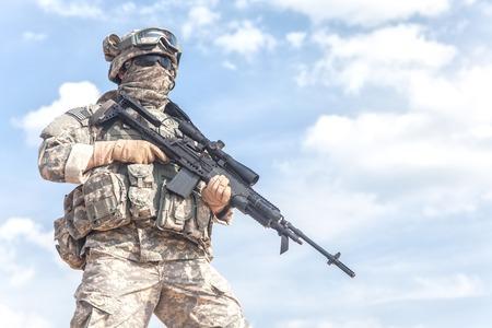soldado: Estados Unidos paracaidista infantería aerotransportada en uniforme Foto de archivo