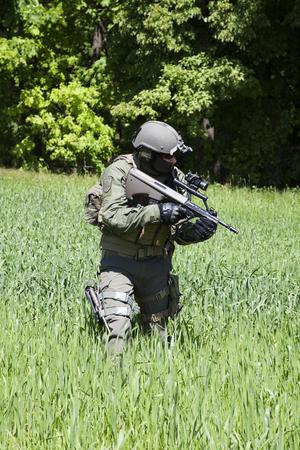 Jagdkommando soldaat Oostenrijkse special forces uitgerust met geweer Stockfoto - 45285968