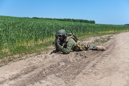 Jagdkommando soldaat Oostenrijkse special forces uitgerust met geweer Stockfoto