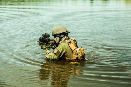 Jagdkommando Oostenrijkse special forces uitgerust met aanvalsgeweer Stockfoto - 45286298