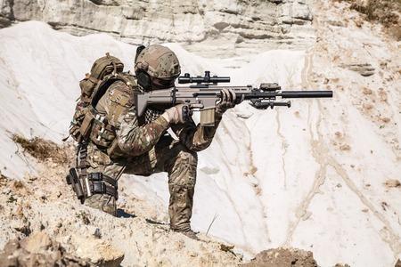 United States Army Ranger in den Bergen Standard-Bild - 46198718