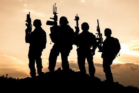 United States Army Rangers sur le coucher du soleil Banque d'images - 46188304