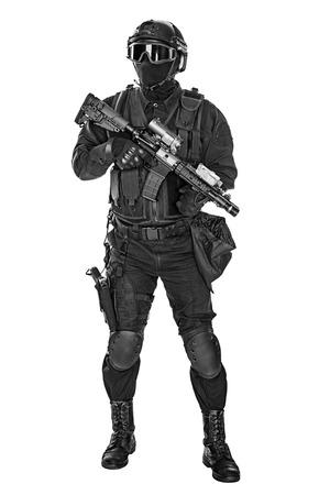 SWAT 검은 색 유니폼과 얼굴 마스크 스튜디오 샷 사양 작전 경찰 스톡 콘텐츠