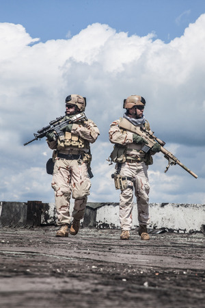 sof: Navy SEALs Team with weapons in action