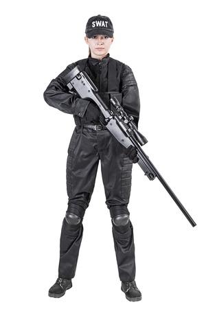 à  à     à  à    à  à female: Mujer SWAT oficial de policía en uniforme negro con el disparo de un rifle de francotirador estudio Foto de archivo
