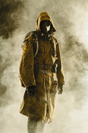Nuclear post apocalypse. Studio shot of survivor in tatters and gas mask Stockfoto
