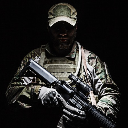 グリーン ベレー米国陸軍特殊部隊グループ兵士スタジオ撮影