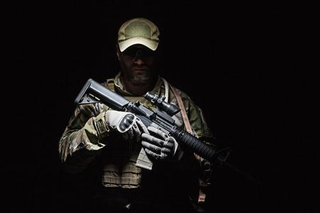Groene Baretten US Army Special Forces Group soldaat studio-opname