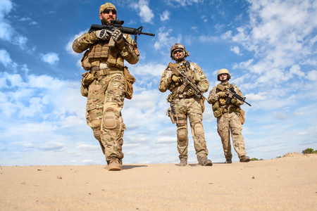 spojené státy americké: Zelené barety US Army skupiny speciálních sil vojáci Reklamní fotografie