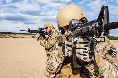 soldado: soldados boinas verdes de las fuerzas especiales del Ejército del Grupo Foto de archivo